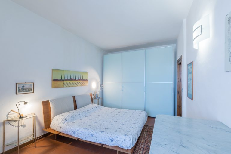Apartament Lucignano Garden on the wall Bedroom kings-size (2)