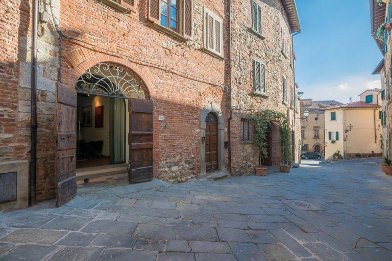 Apartament Lucignano Garden on the wall Entrance street