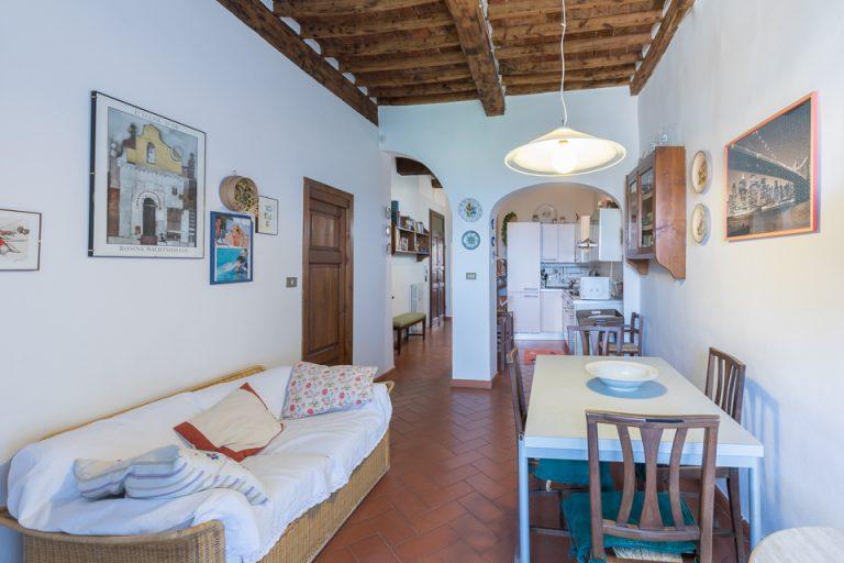 Apartament Lucignano Garden on the wall living-room kitchen (2)