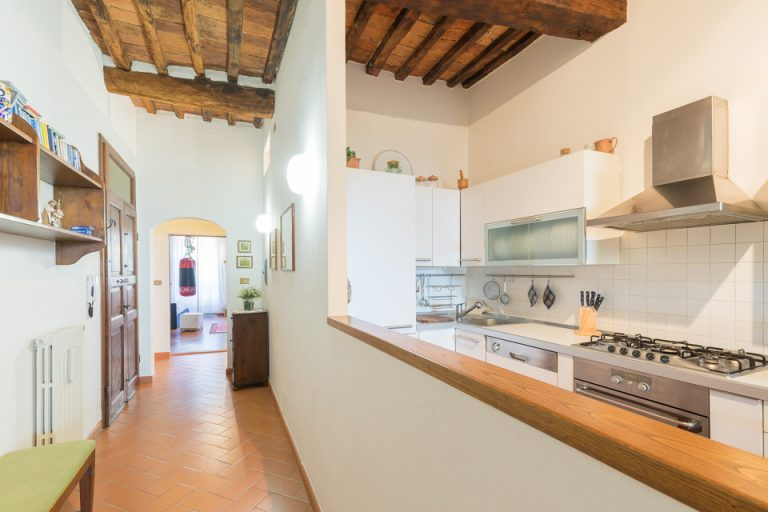 Apartament Lucignano Garden on the wall living-room kitchen (4)
