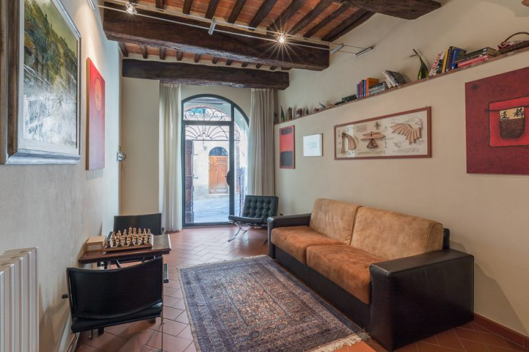 Apartament Lucignano Garden on the wall living with bed