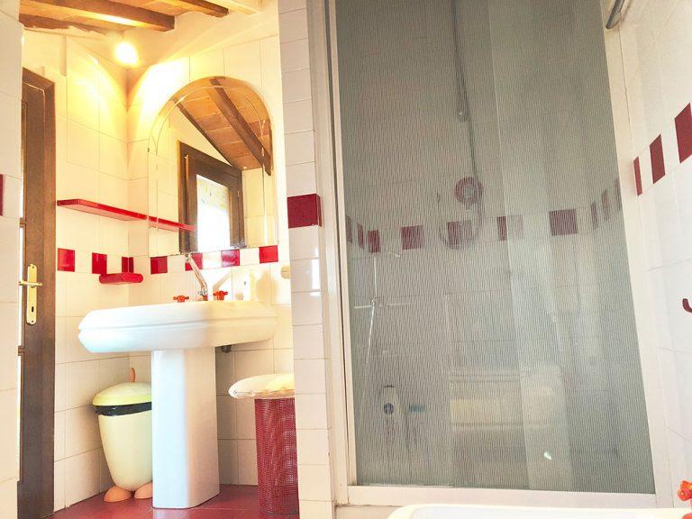 Bathroom-lucignano-likelocals