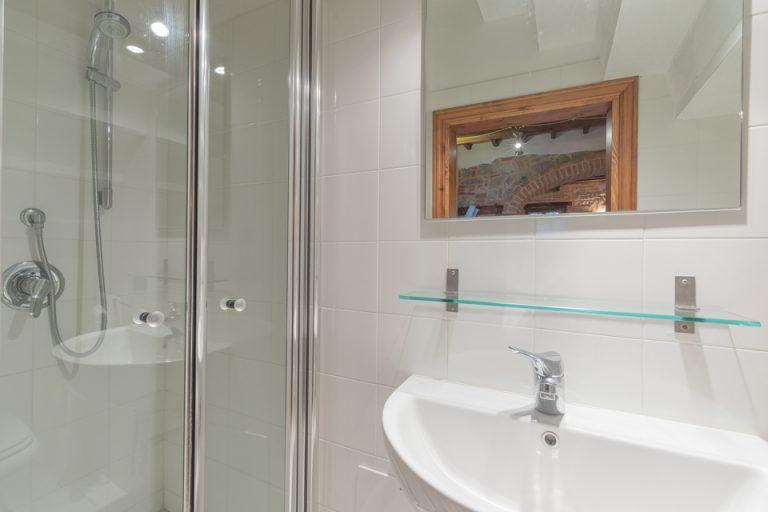 Villa with swimming pool Luisa Lucignano Bathroom