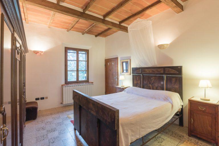 Villa with swimming pool Luisa Lucignano bedroom (2)