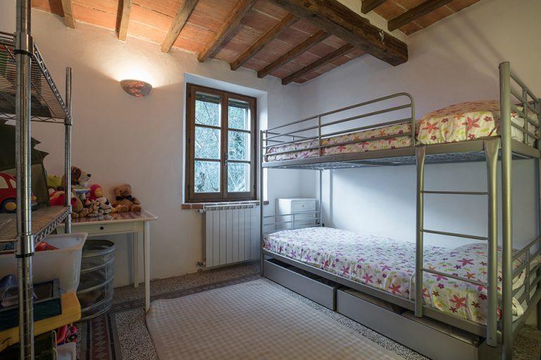 Villa with swimming pool Luisa Lucignano double bedroom
