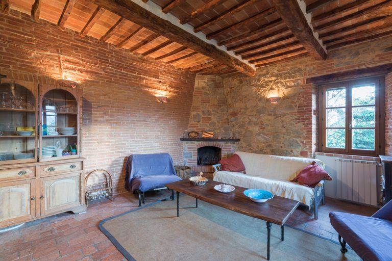 Villa with swimming pool Luisa Lucignano living room (3)