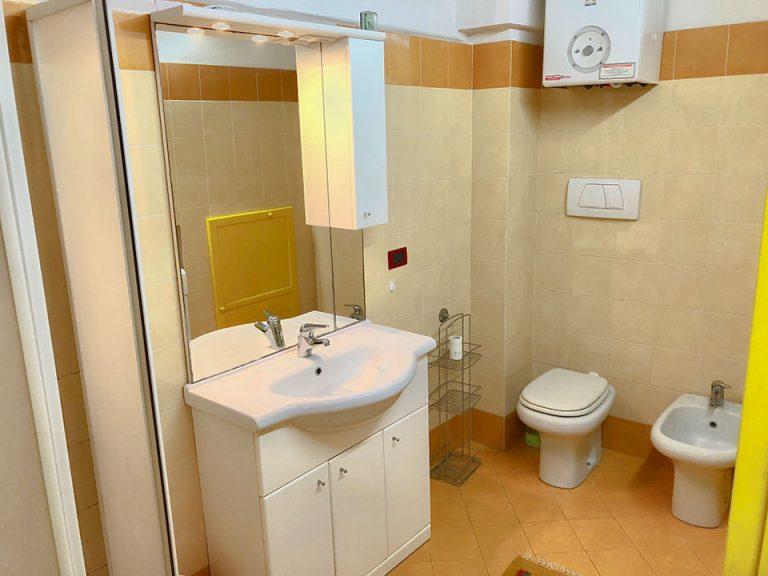 bathroom-studio-Resmira-Lucignano-(2)
