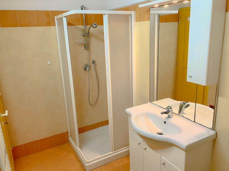 bathroom-studio-Resmira-Lucignano