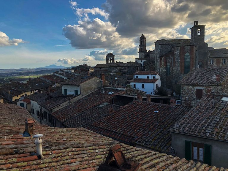 roofs-of-tuscany-in-Lucignano